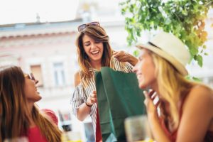 friends_shopping